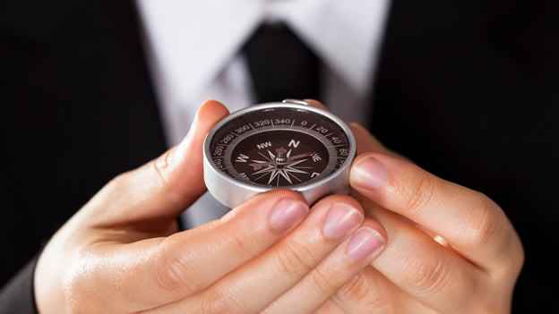 Man_Holding_Compass_624_351